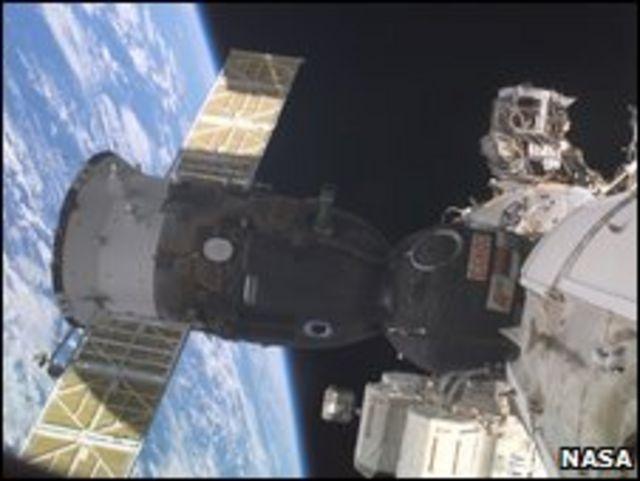 Nave Soyuz acoplada a la Estación Espacial Internacional