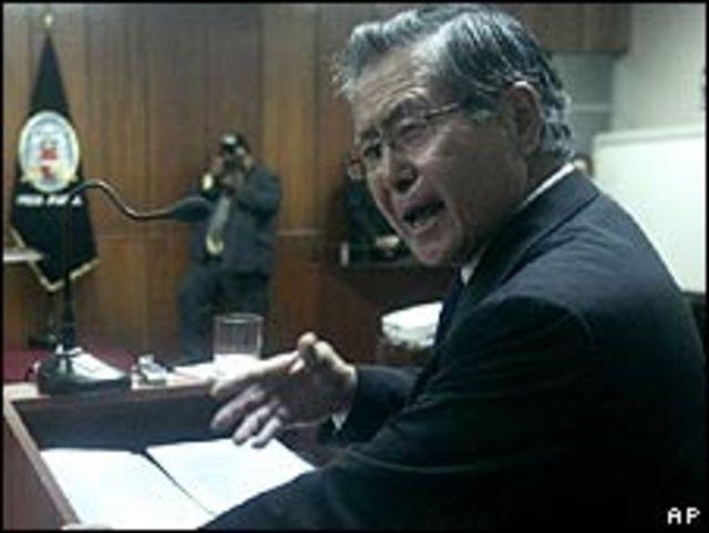 Alberto Fujimori se defiende durante su juicio
