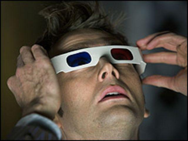 Espectador con gafas para ver en 3D