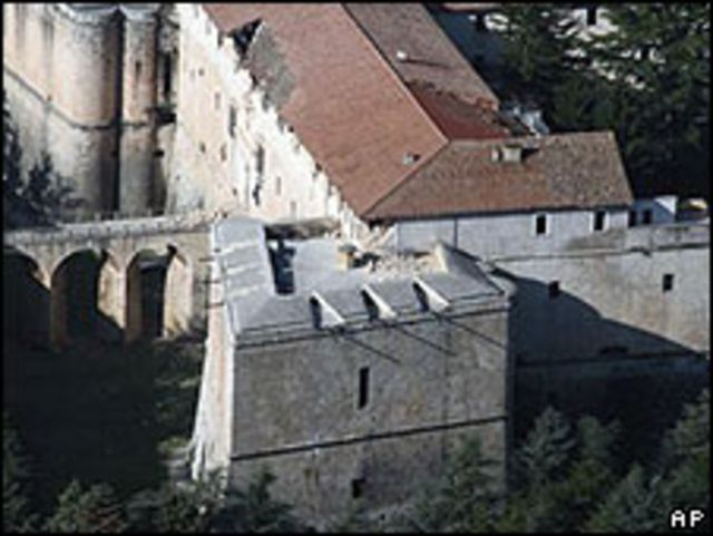 Daños en el tejado del Castello Cinquecentesco.