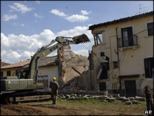 Labores de rescate en L'Aquila