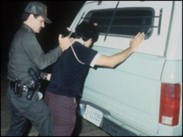 Policia migración arresto