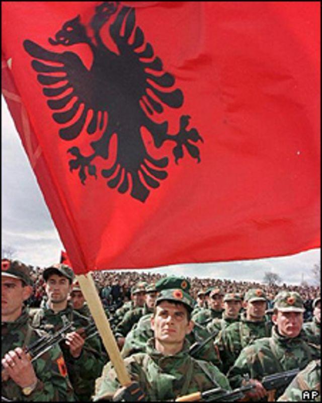 Bandera de Albania. Foto de archivo: 1999