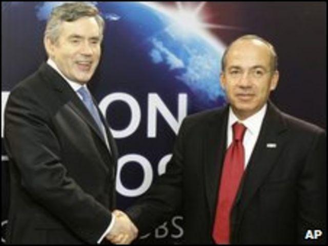 Gordon Brown (izq.) y Felipe Calderón en el G-20.