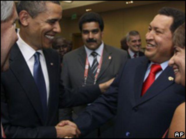 Barack Obama (izq.) y Hugo Chávez