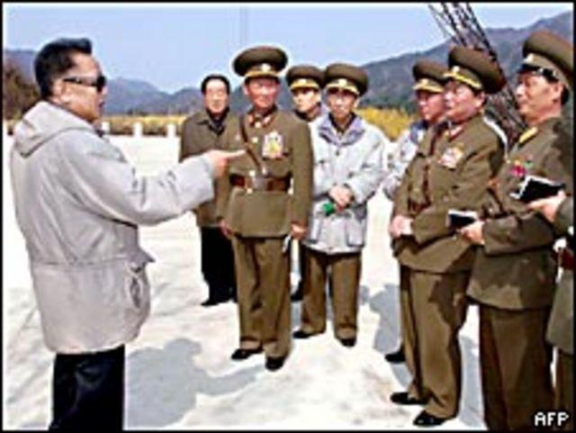 El líder norcoreano en una instalación militar.