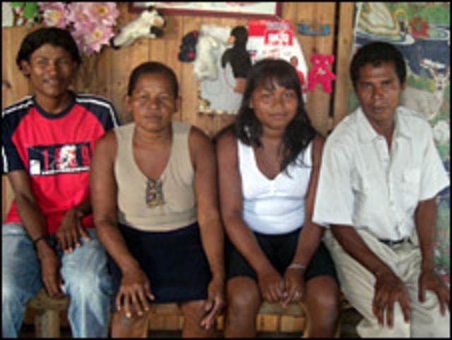 Lola Emberto e hijos