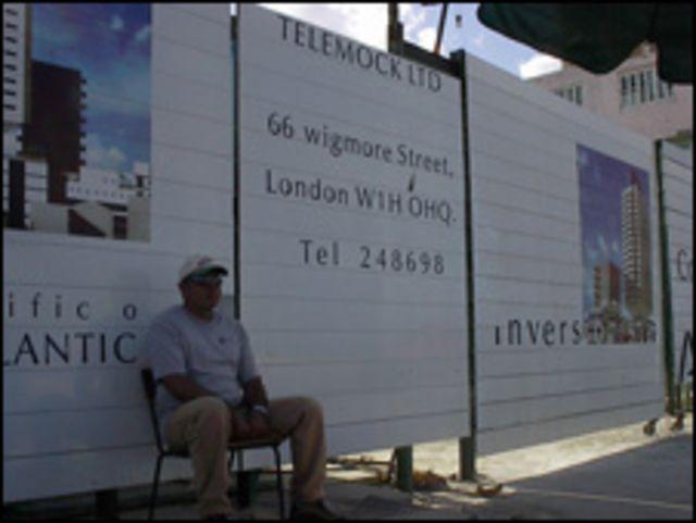 Cuidador de obras inversiones extranjeras (Foto: Raquel Pérez).