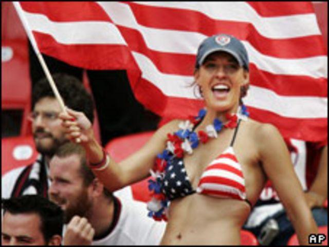 Chica fanática de fútbol de EE.UU.