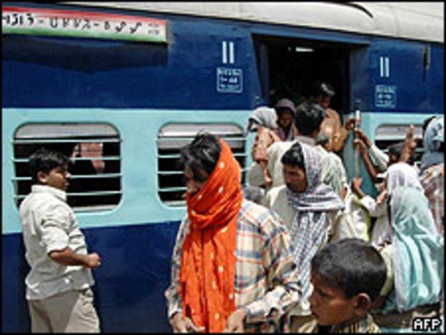 Pasajeros del tren 627-BDM, que viajaba de Mugalsaria a Barkakana