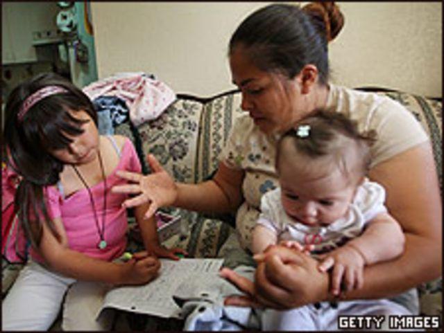 Niños hijos de latinos en la ciudad californiana de El Centro.