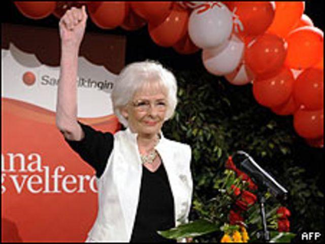 Johanna Sigurdardottir celebra