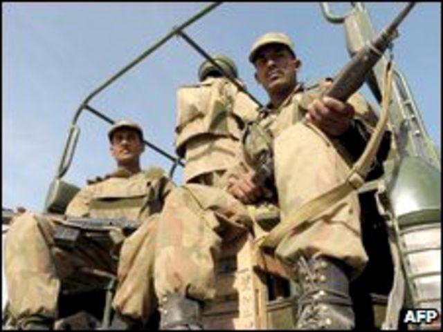 Soldados de Pakistán en Buner