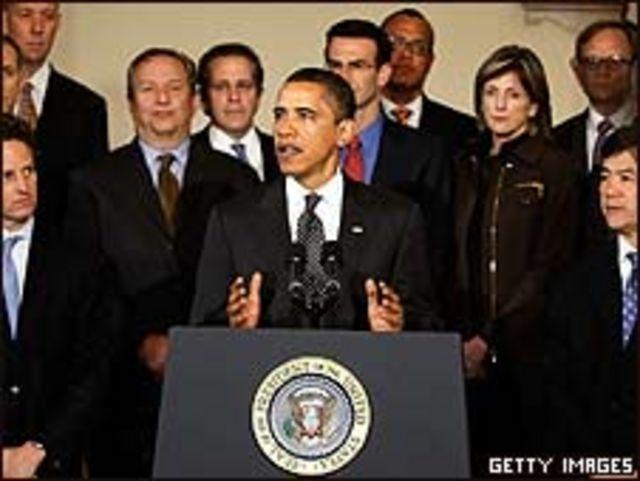 Barack Obama rodeado de sus asesores