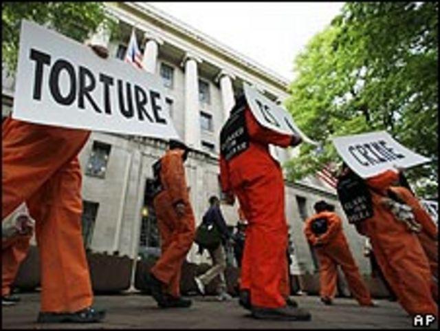 Manifestantes ante el departamento de Justicia en Washington el 30 de abril, 2008