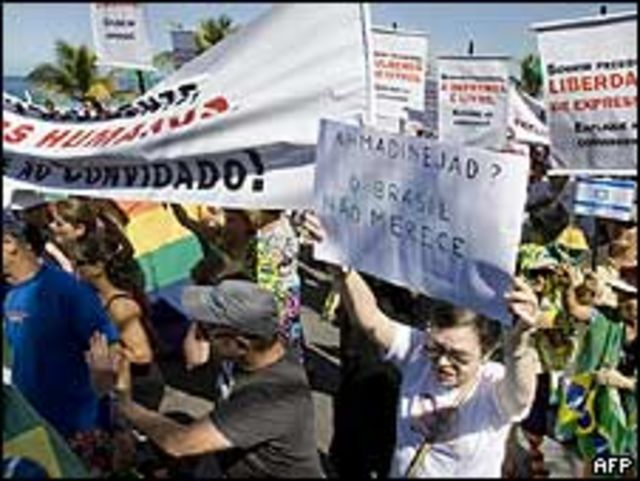 Protesta contra Ahmadinejad en Brasil