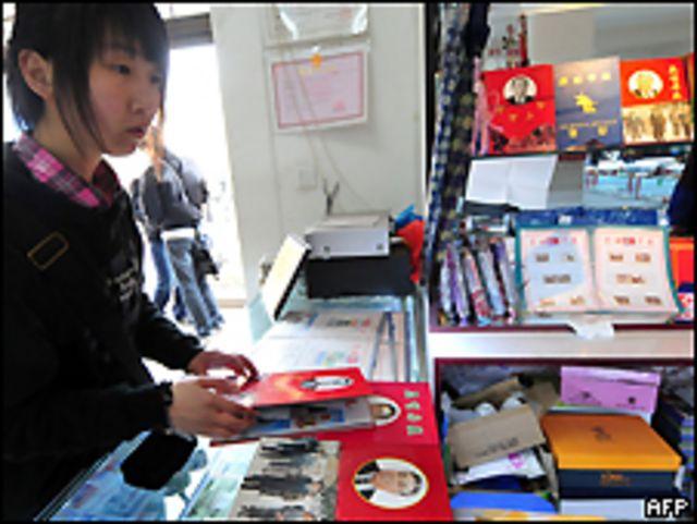 Joven en una tienda en China