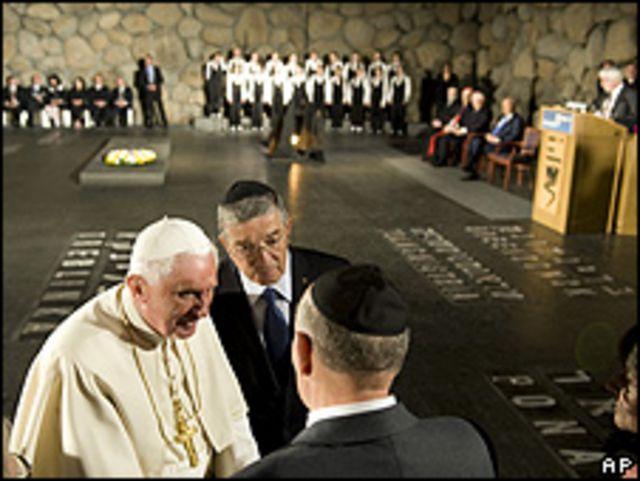 El Papa saluda a sobrevivientes del Holocausto