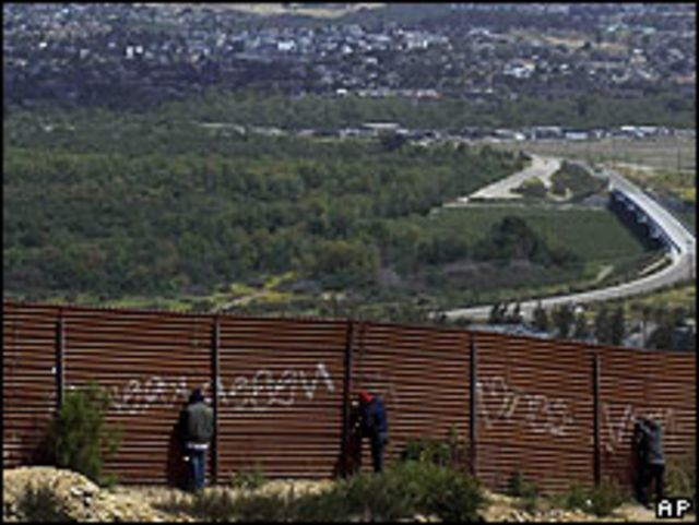 Cerca fronteriza cerca de Tijuana