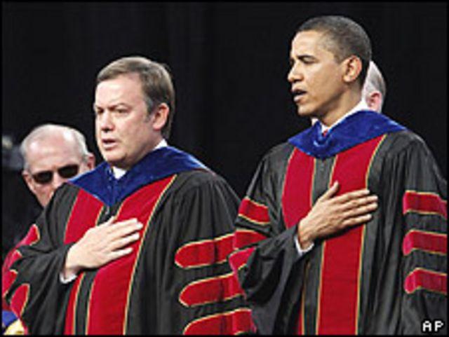 Michael Crow, director de la Universidad Estatal de Arizona, y Barack Obama