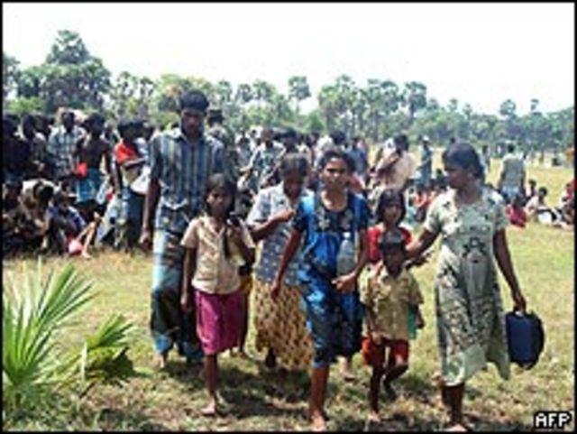 Civiles huyendo de la violencia en Sri Lanka