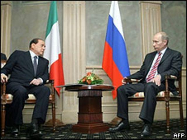 Silvio Berlusconi, primer ministro de Italia, y su homólogo ruso, Vladimir Putin