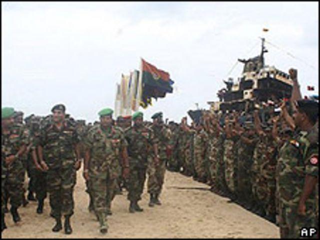 El ejército ceilandés proclamando su victoria.