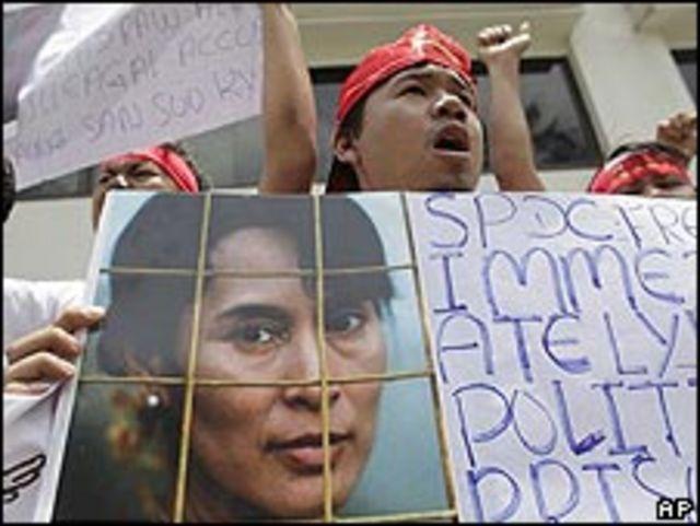 Manifestación en Tailandia en favor de la liberación de la líder opositora birmana Suu Kyi.