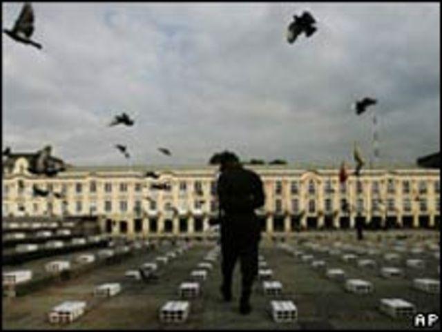 Homenaje a víctimas de la violencia en Colombia