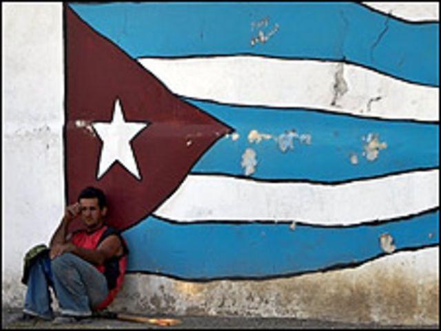 Hombre sentado en La Habana