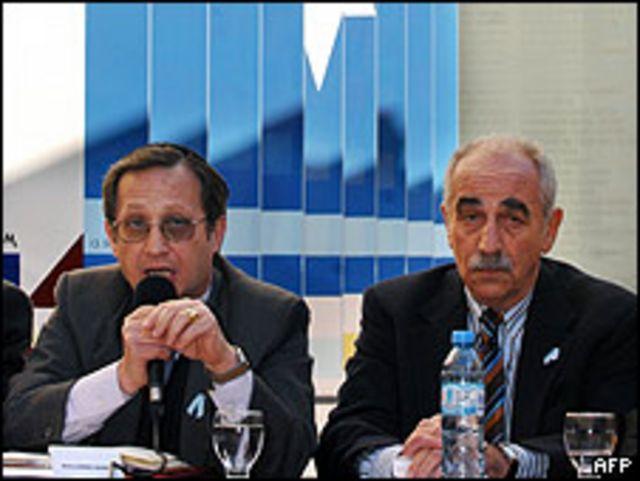 El presidente de la AMIA, Guillermo Borger, en la rueda de prensa.