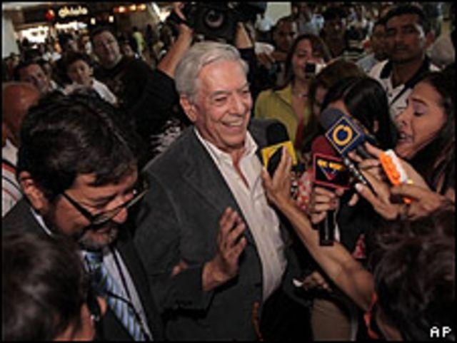 Mario Vargas Llosa a su llegada a Venezuela