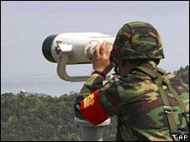 جندي من الحرس الحدودي  في كوريا الشمالية
