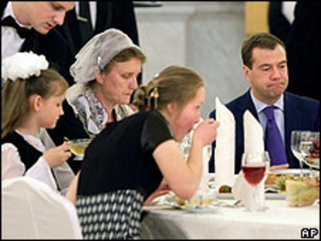 Una de las familias rusas premiadas por el gobierno por su contribución a elevar la natalidad.