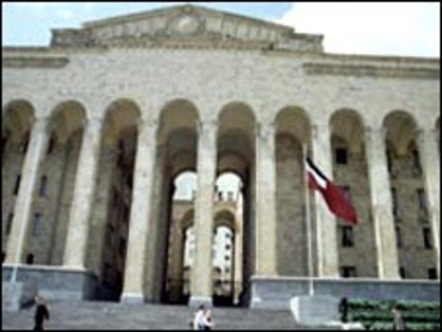 Ступени Дома правительства на проспекте Руставели