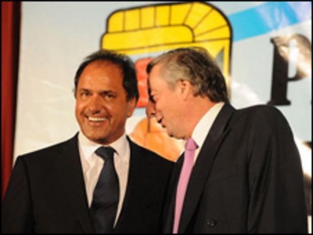 Description: Scioli y Kirchner (foto de archivo, cortesía web Frente para la Victoria).