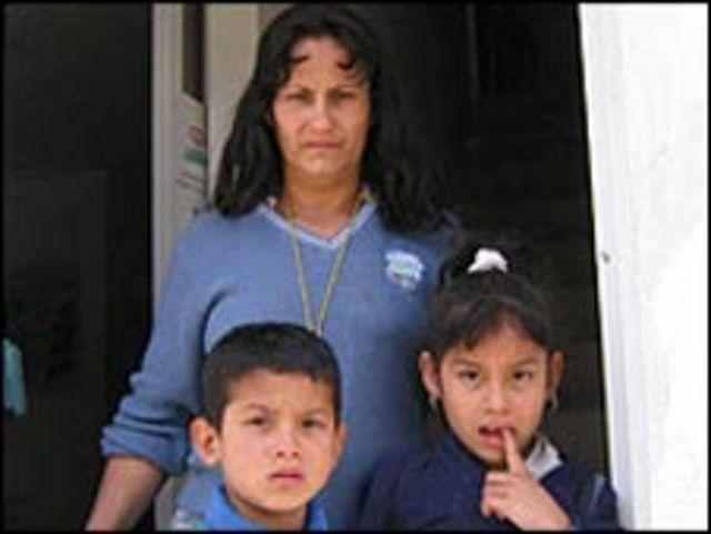 Familia de desplazados en Colombia