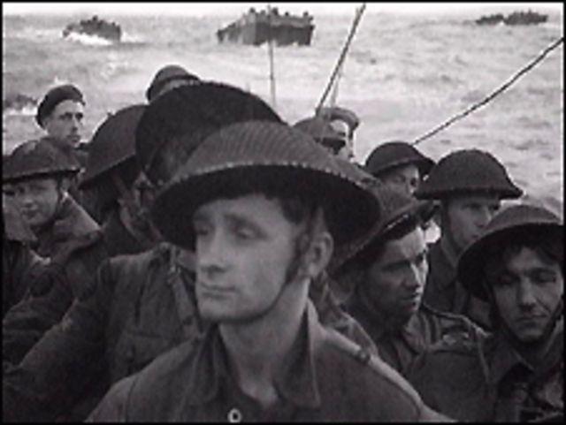 Tropas inglesas desembarcando en Normandía