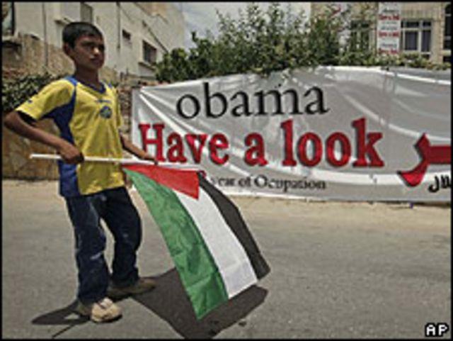 Pancarta dirigida a Barack Obama en Cisjordania