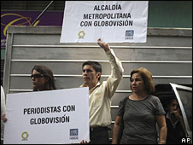 Seguidores de Guillermo Zuloaga a la salida de la Fiscalía, 4 junio 2009