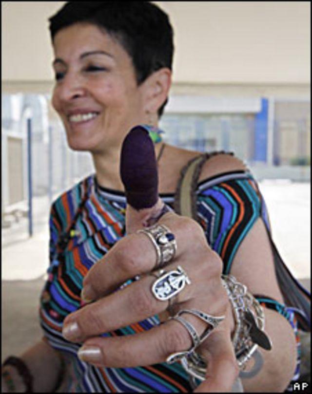 Trabajadora electoral en Líbano