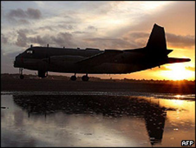 Avión militar francés en tareas de rescate