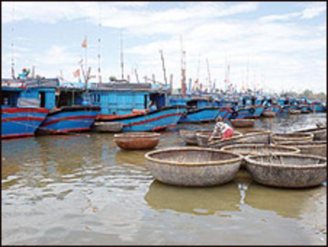 Ngư dân Việt Nam đang lo sợ ra biển vì lệnh cấm đánh cá của Trung Quốc