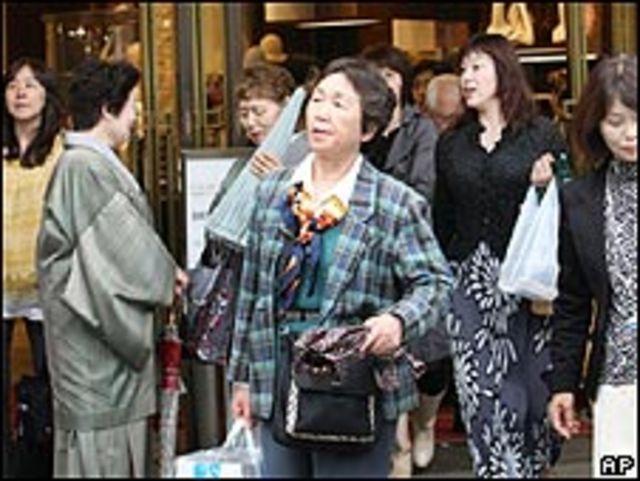 Avenida comercial en Tokio