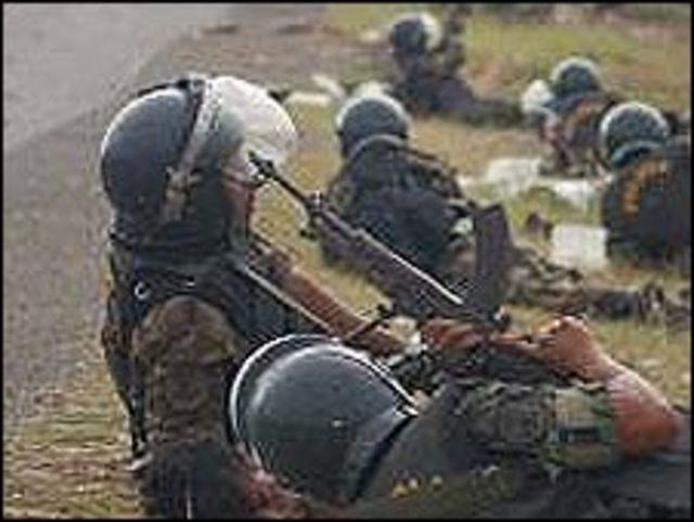 Enfrentamientos entre la policía e indígenas en Perú (Foto: Thomas Quirynen/CATAPA catapa.be)