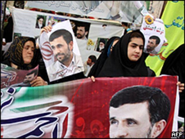 Iraníes festejando la victoria de Ahmadinejad