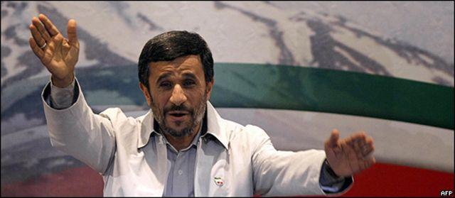 Ahmadinejad durante el acto de celebración de su triunfo