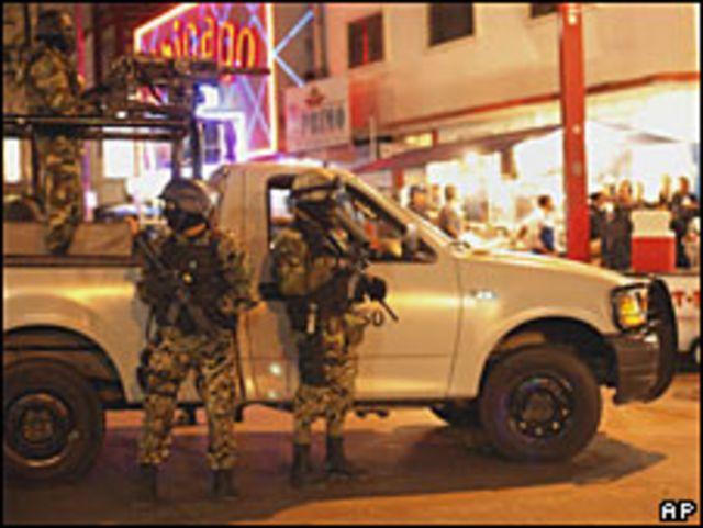 En Chihuahua, el ejército detuvo a 25 sicarios disfrazados de militares.