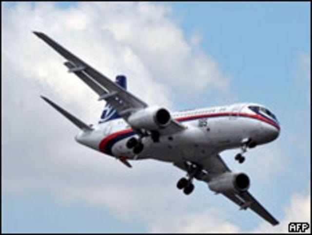 """""""Сухой Суперджет-100"""" во время пробного полета в Ле Бурже 11 июня 2009 г."""