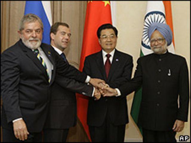 De Izq. a der.: Luis Inácio Lula da Silva, Dimitry Medvedev, Hu Jintao y Manmoham Singh.